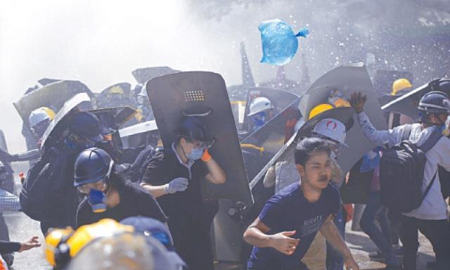 Ordunun yönetime el koyduğu Myanmar'da kanlı pazar: 59 protestocu hayatını kaybetti