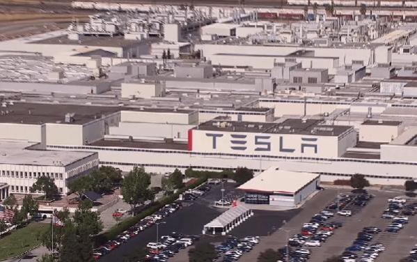 ABD'deki Tesla fabrikasında yüzlerce kişi Kovid-19'a yakalandı