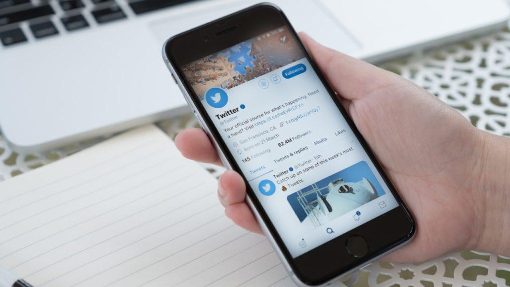 Twitter'dan iPhone'a büyük YouTube kolaylığıTwitter, yeni YouTube özelliği ile iPhone kullanıcılarına video izleme kolaylığı sağlayacak. Bugünden…
